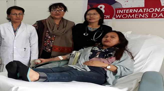 International Women's Day: women donates blood