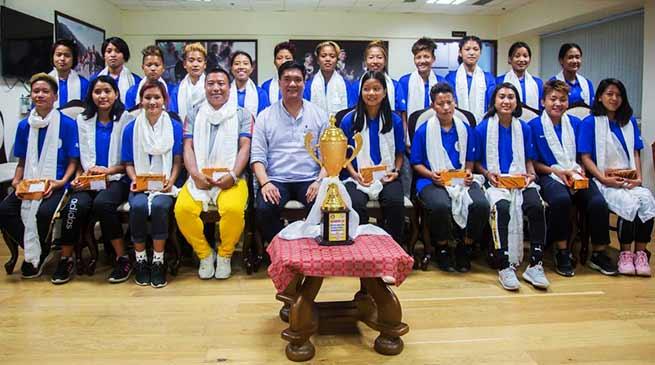 Itanagar: Khandu felicitates girls' football team of Arunachal Pradesh