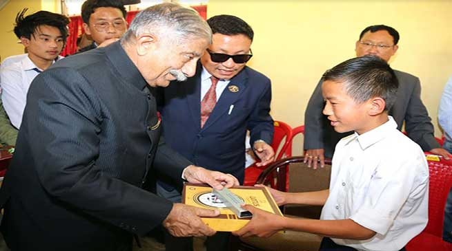 Arunachal: Governor felicitates meritorious students and Gaon Burahs