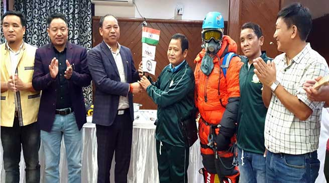 Itanagar: Mama Natung flagged of expedition team