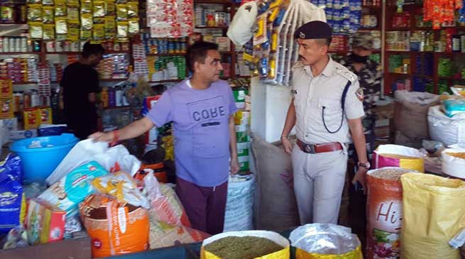 Itanagar: Admin raids in Gandhi Market, seized 150 kg single use plastic bags