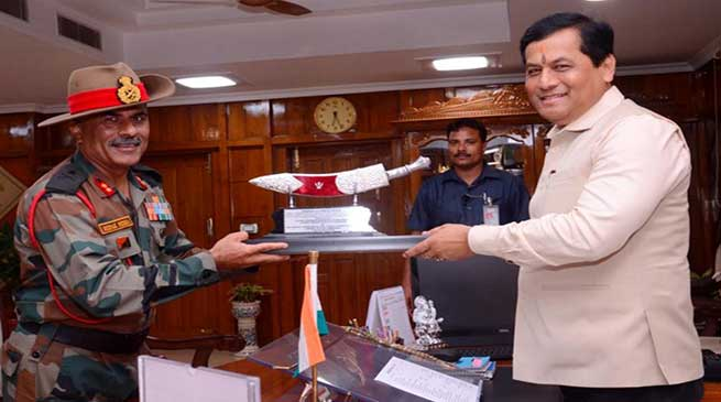 Assam: GOC Red Horns division meet chief minister Sonowal