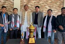 Photo of Natung & Wahge congratulate boxer Heli Tana Tara