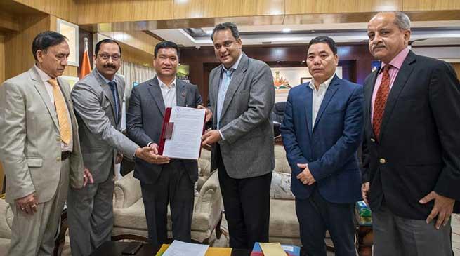 Arunachal CM hands over Petroleum Exploration Licenses to Vedanta Ltd