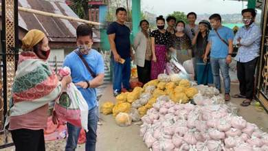 Photo of Itanagar: Former IMC Councilor distributes ration kit to poor families