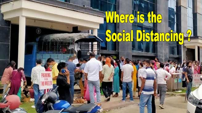 Where is the Social Distancing? Lockdown Violated As Crowd Gathers To Buy Chicken inside Civil Secretariat Campus