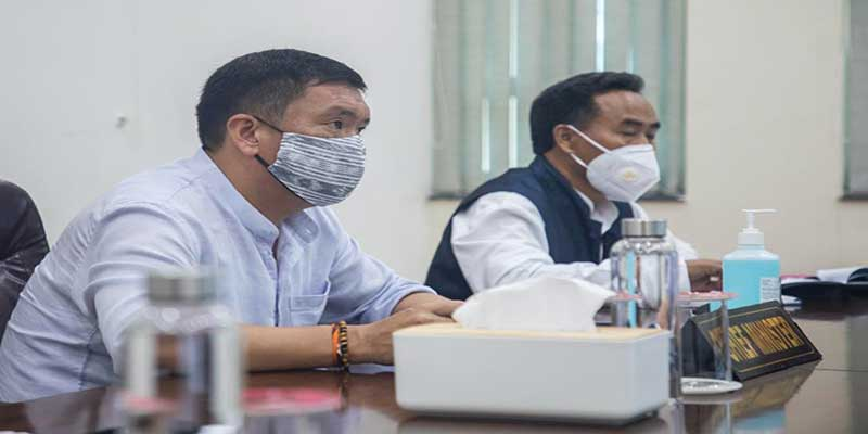 Arunachal Pradesh Chief Minister Pema khandu today expressed concern over the slow progress of several road projects and asserted defaulting parties should be held responsible.
