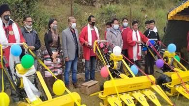 Arunachal: Tsering Tashi distributes solar Fencing to Audung and Khardung Villages