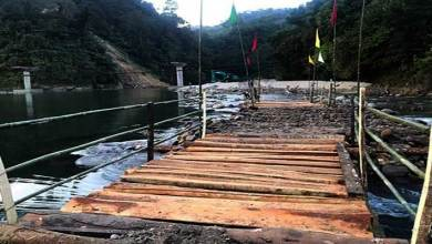 Arunachal: Students with locals constructed log bridge over river Papum