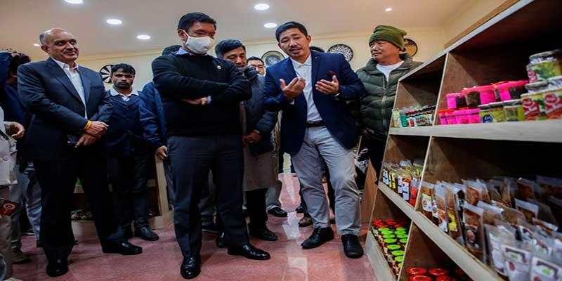 Itanagar: Khandu inaugurates 'Arunachal Fresh Food Products' outlet at civil secretariat