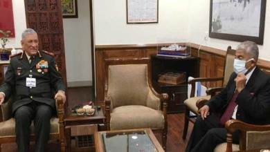 Governor discusses Armed Forces issues related to Arunachal Pradesh with CDS
