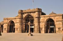 The main entrance arch of Jami Masjid