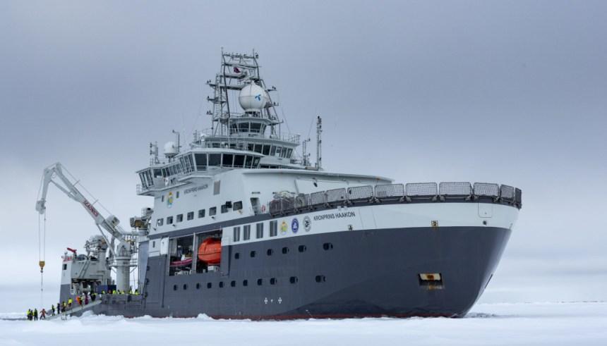 FF Kronprins Hakon på tokt i Barentshavet for Arven etter Nansen. (Foto: Christian Morel)