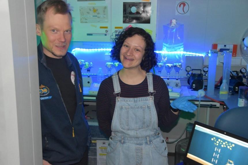 Yasemin and Mikko in the sediment trap laboratory. Photo: Haakon Hop