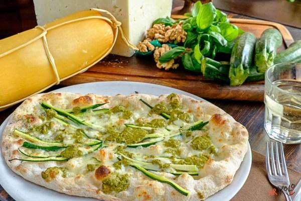 ArVolo Pinsa pesto zucchine provola e zucchine