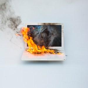 Sülearvuti lülitab ennast välja? Arvuti on aeglane? Undab? - need on ühed levinuimad sümptomid kui sülearvuti läheb liiga kuumaks.