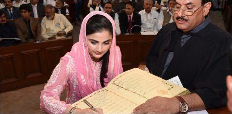 Sania Ashiq sexy Pakistani politician Height, Weight, Age, Body Measurement, Wedding, Bra Size, Husband, DOB, instagram, facebook, twitter, wiki
