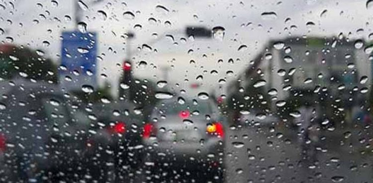 Photo of Mild rain in components of Karachi turns climate nice