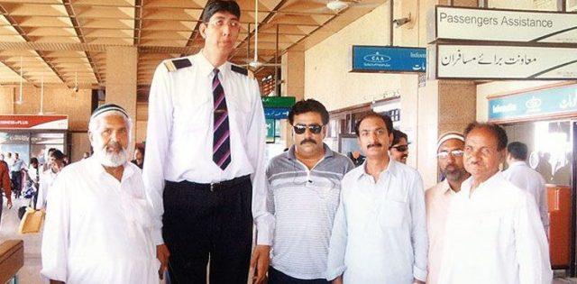Pakistan's second tallest man Naseer Soomro is not dead
