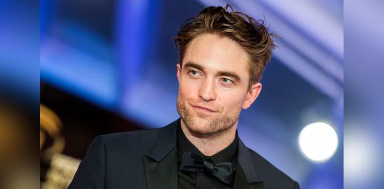 "Photo of Robert Pattinson reveals if ""The Batman"" has ties to Joker"