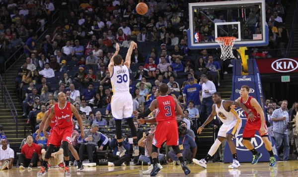 Curry sets record with three-pointer in 128th straight ...