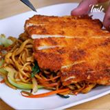 Fried Noodles and Crispy Chicken