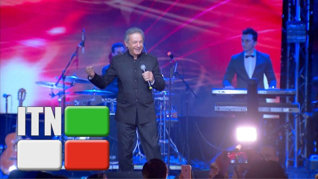 Read more about the article Aref the great master of Persian Pop music performing live gole gholkhooneh man & Ki behtar az to