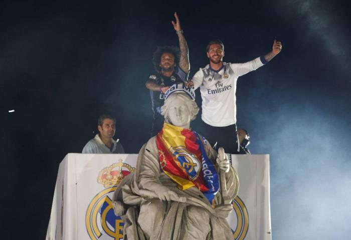El Madrid Encendió Cibeles Piqué C Saluda Al Campeón Ascom