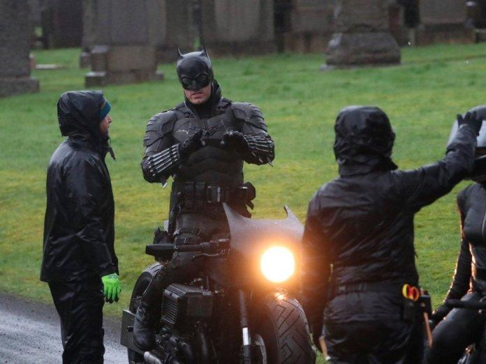 Filtrado el traje del Batman de Robert Pattinson en el rodaje - MeriStation