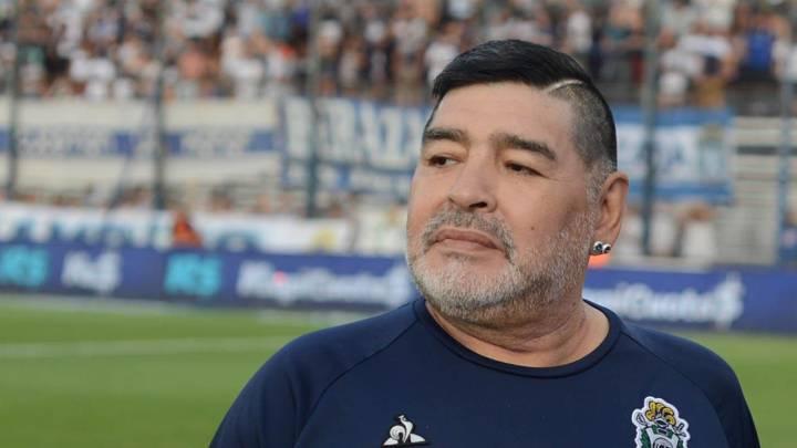 Maradona, aislado por contacto estrecho de COVID-19 - AS Argentina