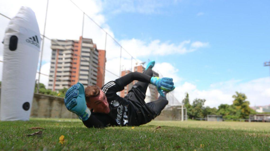Selección Argentina Armani se quedó afuera del banco por una sinovitis - AS Argentina