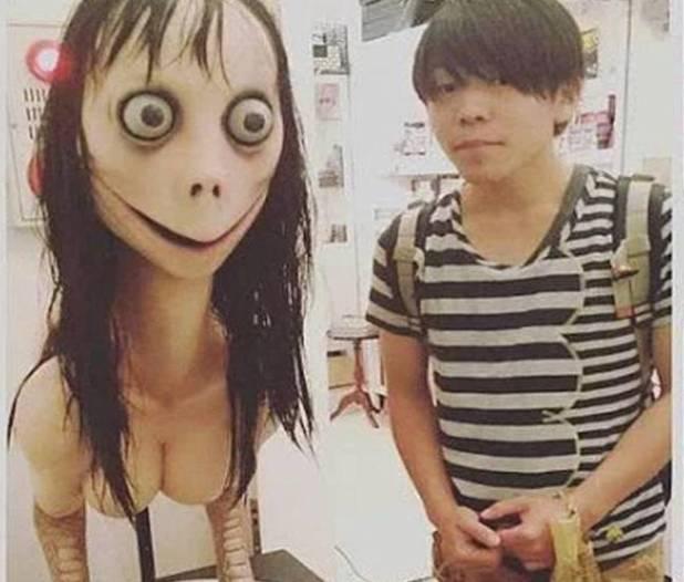 Esto es Momo: una escultura de una exposición en Ginza, Japón