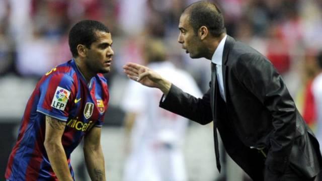 El día que Dani Alves corrigió a Guardiola para tener a Messi ...