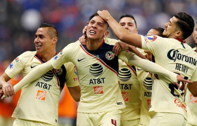 América celebrando el gol de Edson Álvarez en la final del Apertura 2018 de la Liga MX donde vencieron 0-2 a Cruz Azul en la cancha del Estadio Azteca.