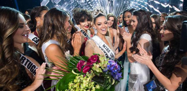 Demi-Leigh Nels-Peters, felicitada tras ser Miss Universo 2017.