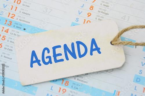 agenda sur fond calendrier concept de bureau