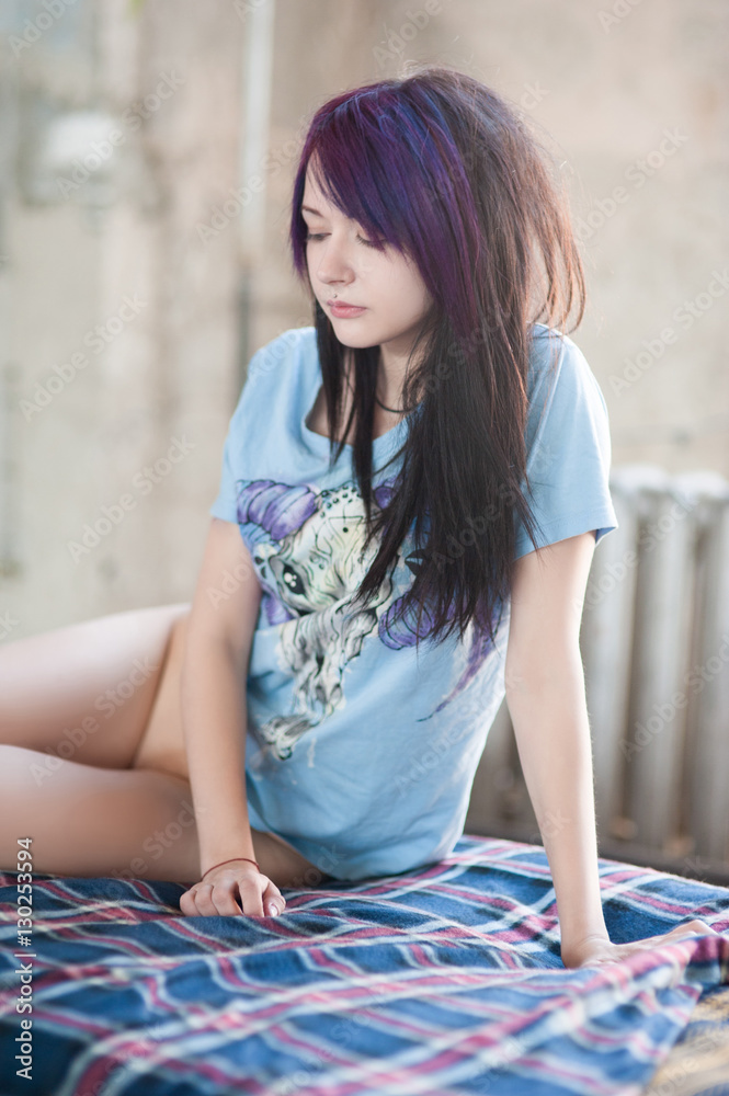 Fotografia Sexy Half Naked Girl Emo Sitting On An Old Sofa Europosters Es