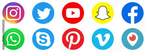 Logo Instagram Facebook Twitter Youtube Snapchat Skype Pinterest Whatsap Vimeo Periscope Social Media Icons Set Vector Acheter Ce Vecteur Libre De Droit Et Decouvrir Des Vecteurs Similaires Sur Adobe Stock