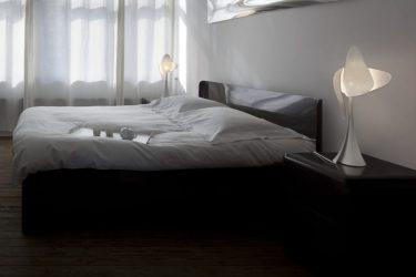 Xavier Lust: bed met lampen