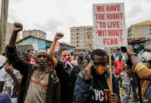 Photo of Protesters in Kenya torch police station after killing of hawker