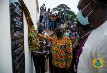 President Akufo-Addo unveiling the plaque
