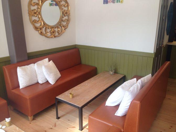 モエナカフェのソファ