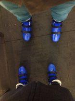 usando patins de gelo