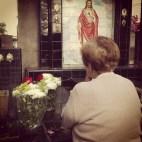 Levando flores ao meu avô, o grande amor da vida dela.