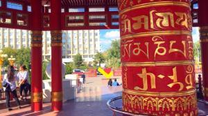Rueda de plegaria budista en Elistá