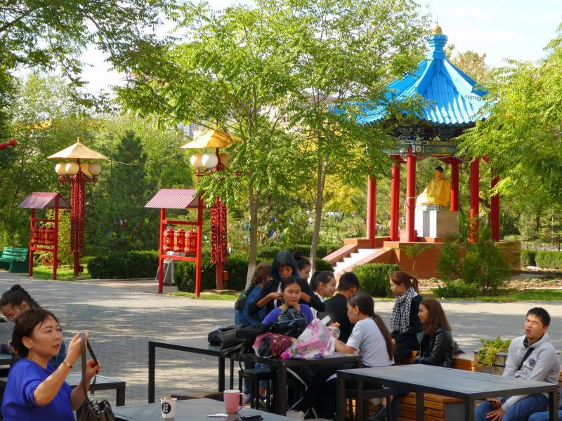 Parque y café en Elistá