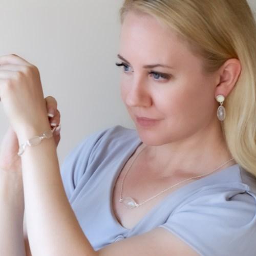 Halsband Bella Armband Diana Örhänge Linnea Silver Blanc person
