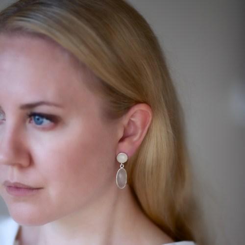 Örhänge Linnea Silver Blanc person