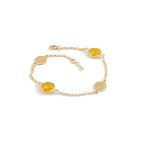 Armband Isabel Golden Sun med guldpläterat silver och stenar av naturlig kalcedon tonad gul och två hamrade plattor