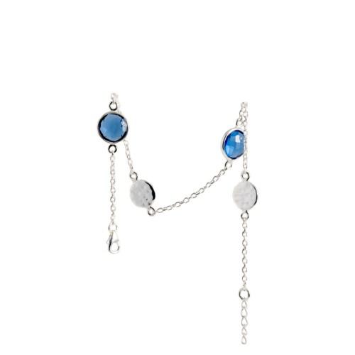 Armband Isabel Silver Bleu i silver med blå stenar av tillverkad kvarts likt safir och två hamrade plattor